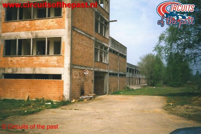De Wedstrijdtoren van het vervallen circuit van Nivelles-Baulers in 1998