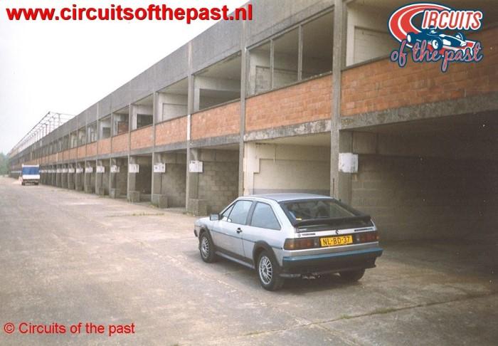 Verwaarloosd circuit Nivelles-Baulers 1998 VW Scirocco in pits