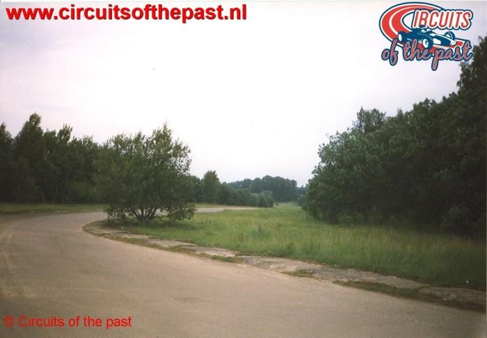 De eerste bocht op het vervallen Circuit Nivelles-Baulers in 1998