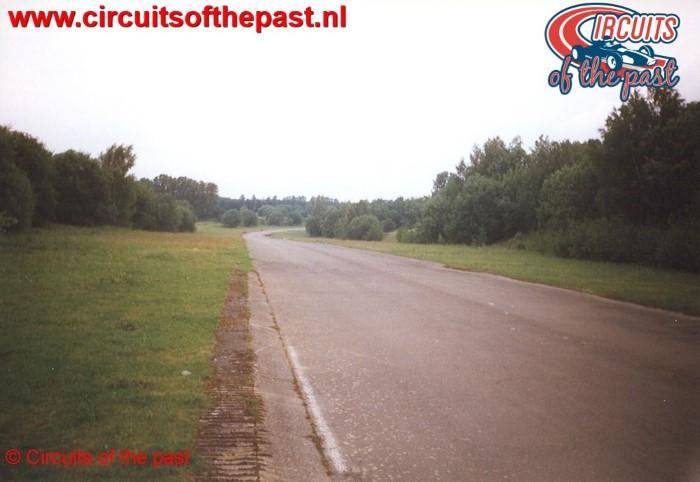 Uitkomen Bocht 1 op het verlaten Circuit Nivelles-Baulers in 1998
