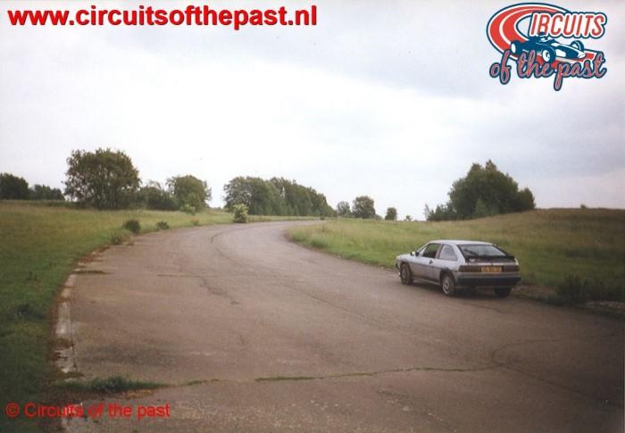 Mijn VW Scirocco in de eerste bocht van de Big Loop in 1998 op het verlaten Circuit Nivelles-Baulers