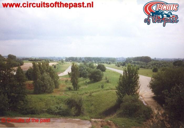 Hoogteverschillen gezien vanuit de toren van het verwaarloosde Circuit Nivelles-Baulers in 1998