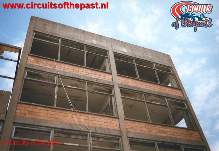 De vernielde wedstrijdtoren van het verlaten Circuit Nivelles-Baulers in 1998