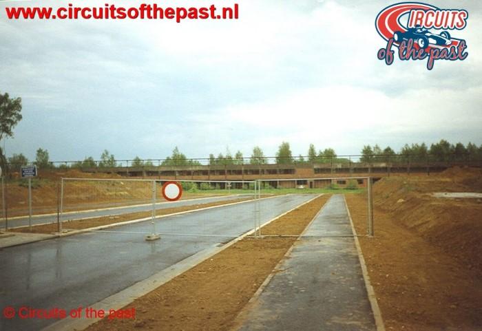 Ex Circuit Nivelles-Baulers met de nieuwe verbinding naar het rechte stuk in het voorjaar van 1999. De pits staat er nog...