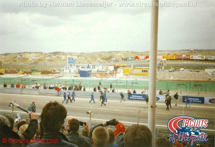 Circuit Zandvoort 1997 - De gesloopte pits tijdens de presentatie van het Williams Formule 1-Team