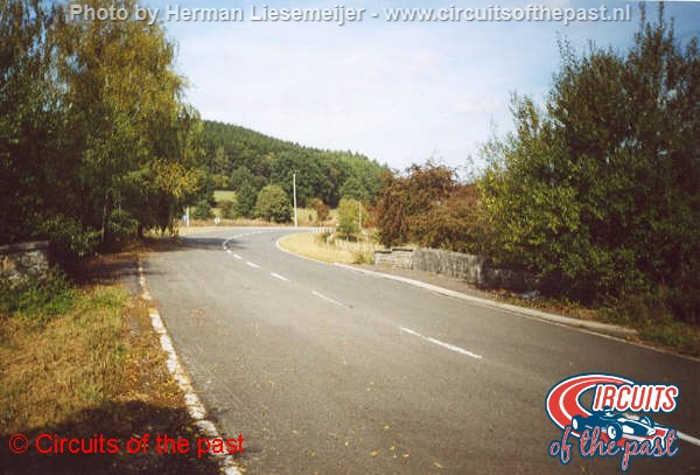 Oud Spa-Francorchamps - De snelle Stavelotbocht met verkanting