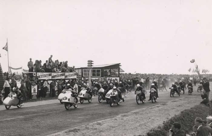 TT Circuit Assen 1954 - Start van de laatste Dutch TT op het oude circuit