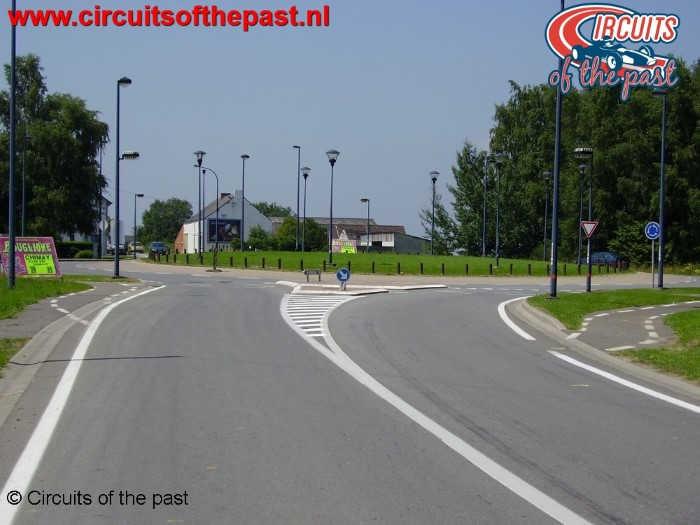 """Circuit Chimay - """"Ligne droite de Salles"""" met rotonde"""