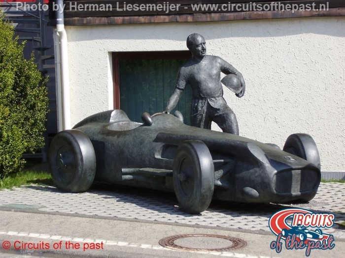 Nürburgring - Standbeeld Fangio