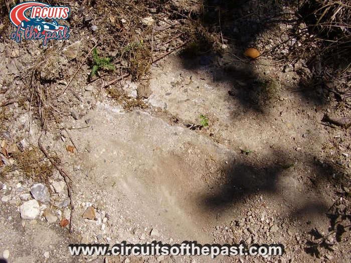 Circuit Rouen-les-Essarts - Kerbstones op het verlaten deel van het circuit