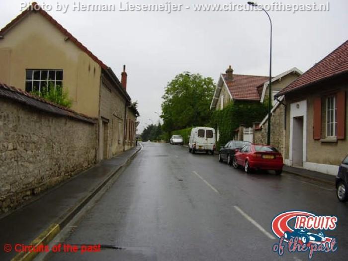 Circuit Reims-Gueux - Door het dorp Gueux
