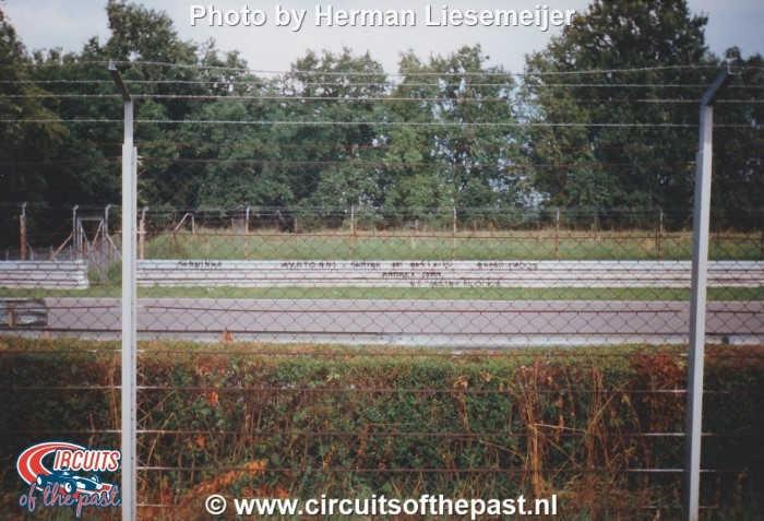Autodrome Nazionale di Monza 1994 - Tekst over Senna op vangrails