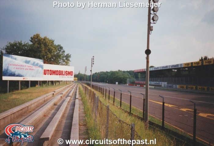 Autodrome Nazionale di Monza 1994 - Uitgang Parabolica en kombaan op achtergrond